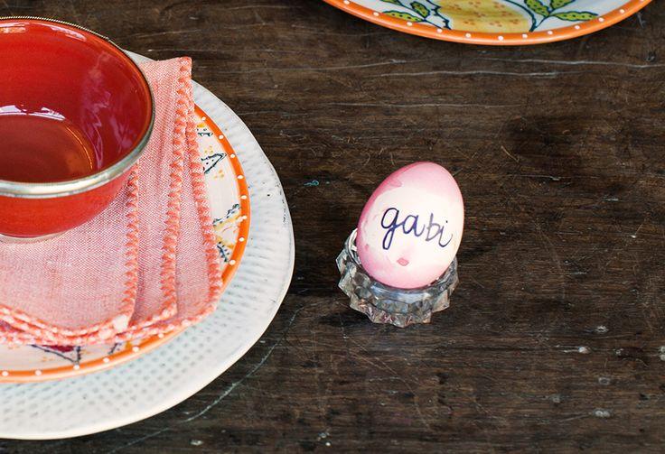 #PascoaPanelinha: cascas de ovos marcam o lugar na mesa