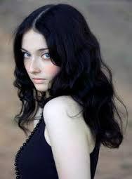 Afbeeldingsresultaat voor black hair white skin