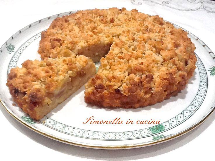 L' apple crumble pie realizza un connubio perfetto tra croccantezza e morbidezza: una pasta croccante nasconde un cuore morbido e dolce di mele e uvetta.