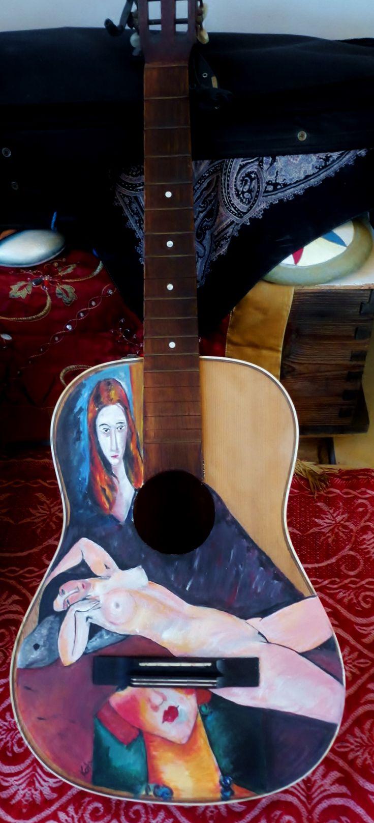 Guitare, à la Modigliani - Guitar, a la Modigliani