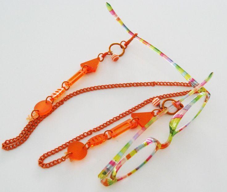 Glasögon, kedja, hållare med plexiglas. Eyewear chain, holder with plexiglass.