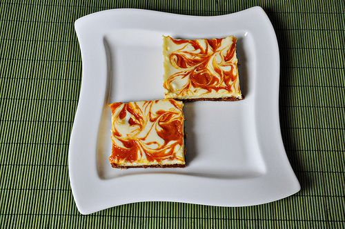 Apricot Swirled Cheesecake Bars - try with other fillings
