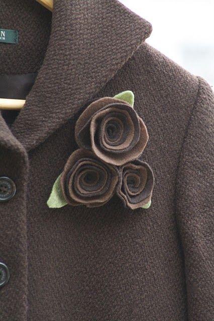 felt roses free tutorial: Felt Flower Tutorials, Brooches, Flower Pin, Felt Diy'S, Easy Felt, Felt Roses, Winter Coats, Felt Gifts, Roses Tutorials