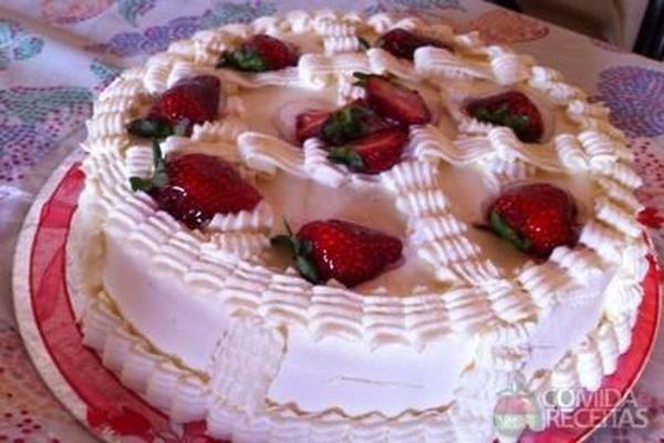 Receita de Bolo de morango cremoso em receitas de bolos, veja essa e outras receitas aqui!
