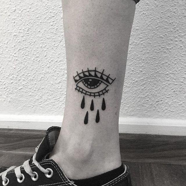 Małe oczko, ktoro doczekało sie wreszcie miejsca na skórze, dzieki @trivial_xc !! #eye #eyetattoo #tattoo #tatuaż  #warsawtattoo #tattoosofinstagram  #oldschooltattoo #lublin #traditionaltattoo #хоумтату #tattoed #blacktattooart #webtattoo #poland #tattooworkers #polandtattoo #warszawa #tattooapprentice #blacktattoo #blackworkers #apprenticetattoo #tattoos #bright_and_bold #blackink #darkartists #blacktattoos