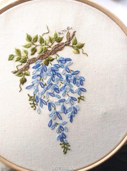 Cascata de bordado florido