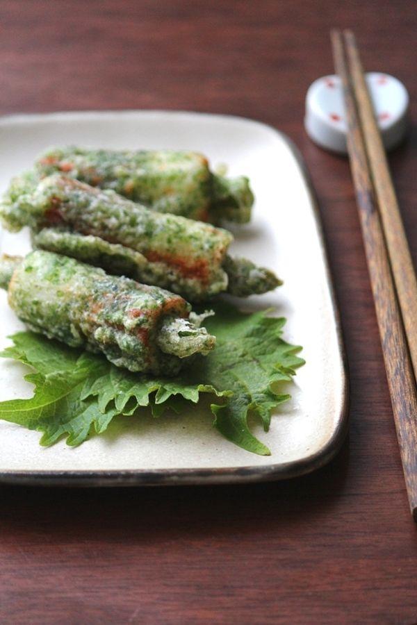 アスパラちくわ天 | 春から夏にかけて出回るみずみずしいアスパラを使って「5分おかず」を作ってみませんか?すらりと細身で可愛い見た目の野菜なので、色んなお食事シーンで役立ちますよ。硬い部分と柔らかい部分を簡単に見分ける方法と5分で作れる便利なアスパラ料理レシピをご紹介します。