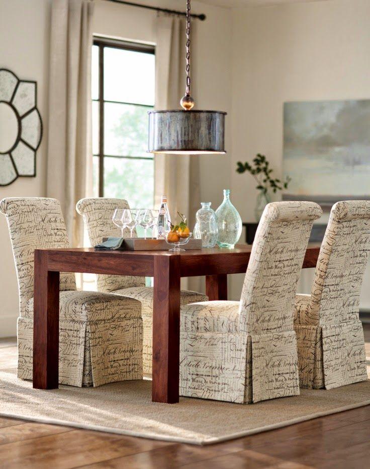 Renovar las fundas de nuestras sillas puede ser una estupenda idea ...