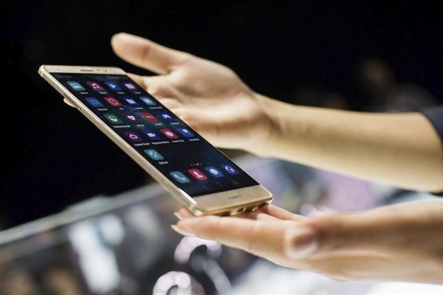 Huawei Mate S, este celular tiene una pantalla de 6 pulgadas y es sensible al tacto y a la presión ejercida por el usuario. Esta última característica permite transformarlo hasta en una pequeña balanza.