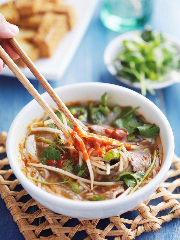 Poh er en herlig blanding av nudler, tynnskåret oksekjøtt og grønnsaker servert i deilig kraft som utgjør en av de mest trendy suppene du kan spise i år.