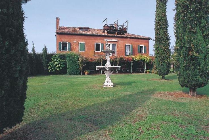 San Giovanni con 6 camere che possono ospitare fino a 12 persone situata a Venezia, Veneto, Italia.