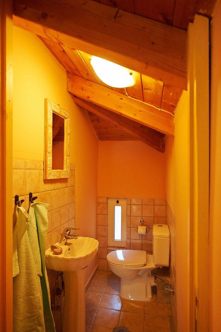 Not only for Honeymooners - our Honeymoon Gallery Suite, toilet upper floor.