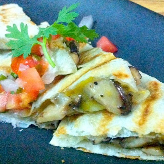 レシピとお料理がひらめくSnapDish - 8件のもぐもぐ - Quesadilla de champiñones (mushroom quesadilla) by Jorge Bernal Márquez