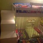 Matériel : - 2 x meubles TROFAST (46*30*94) (300.914.52) - 1 x escalier TROFAST (99*44*94) (100.914.53) - 20 x bacs TROFAST - 1 x lit KRITTER (798.745.79)