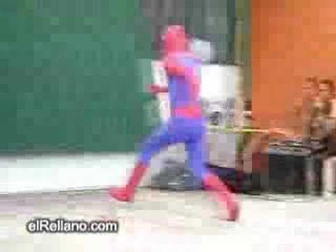 spider man se cae