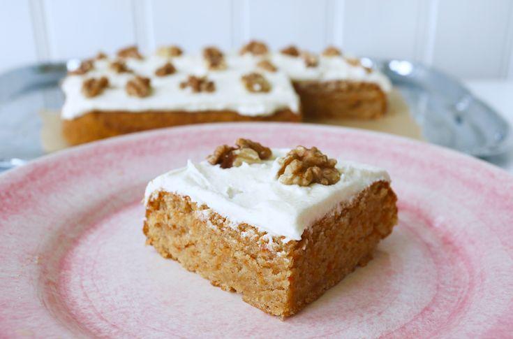 En saftig morotskaka med krämig citronfrosting, detta gillar väl alla till fikat. Recept kommer här: Det här behöver du 3 dl strösocker 3 ägg 3 dl vetemjöl 1 tsk bikarbonat 2 tsk bakpulver 1 tsk kanel 1/2 tsk malen kardemumma 1 tsk vaniljsocker 1 nypa salt 1 1/2 dl rapsolja … Läs mer