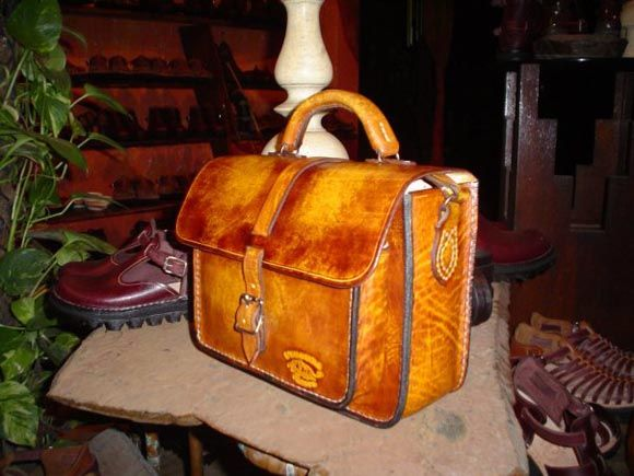 hand-made leather bag. I want it!!!