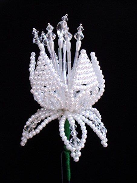 Fotografía de Internet   Tembleques individuales, arriba el diseño de flor y sus estambres, proporcionados al tamaño de lospétalos qu...