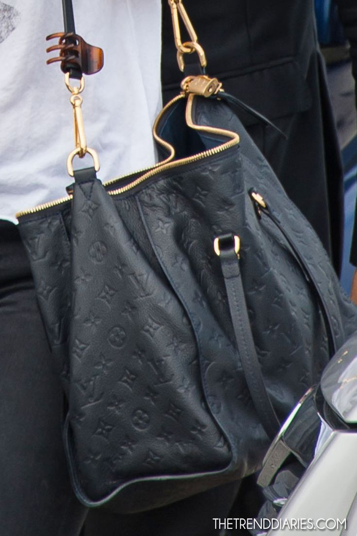 Louis Vuitton. Don't usually like LV but I love this bag!