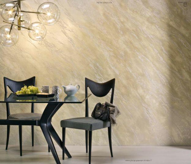 Nuove decorazioni e nuovi effetti per Segui Il Tuo Istinto. #decorazione #pitturadecorativa #casa #interiors #design #ggf  Questa parete è stata realizzata: pietra spaccata colorata con Istinto 1070 - Gioia 2000 - G1 SC - G1 SC - O1 AA - White Paint 2040 - Vetro.