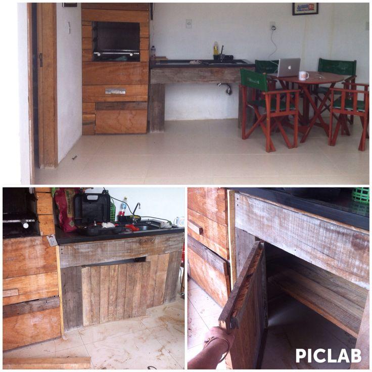 Revestimento churrasqueira e Pia com madeira de demolição rústica, BMoser Simplelife.