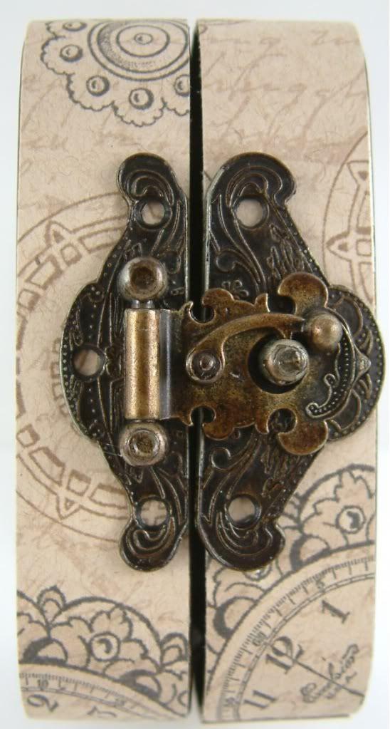 Gingersnap Creations: Laura Carson: Making an Altoid's Tin Book