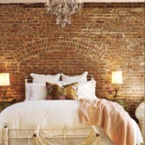 oude bakstenen muur in slaapkamer