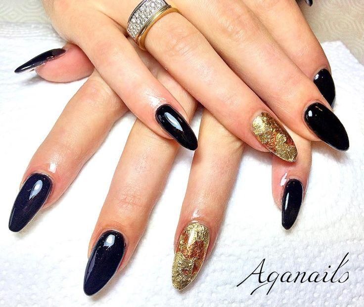 Ricostruzione unghie in acrilico. Base acrilica color nero e Nail Art Foil  oro!