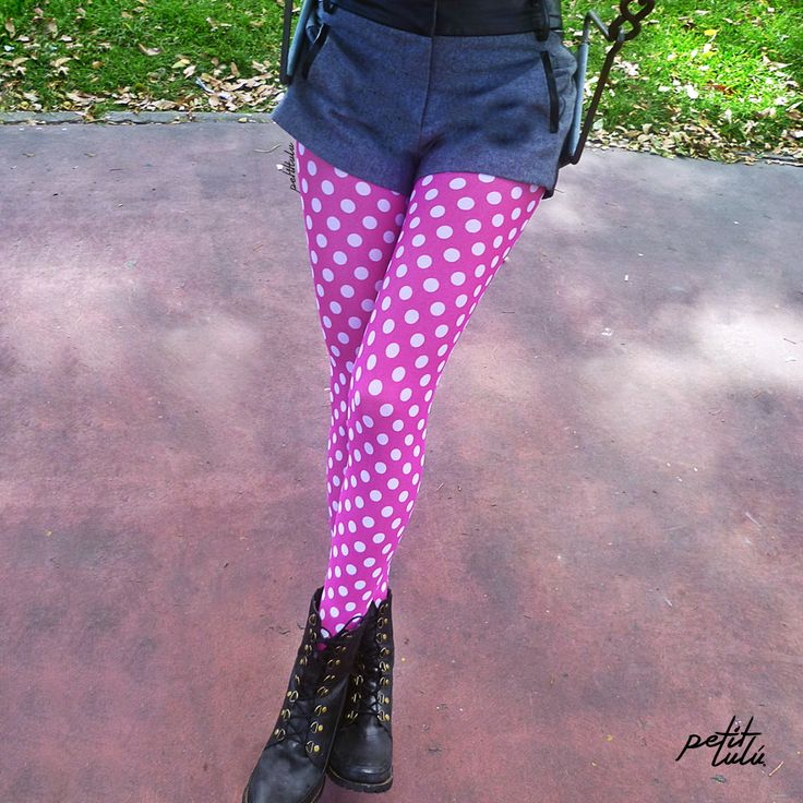 Medias 'Moscú' de Petit Lulú. www.petitlulustor... #Colombia #Femenina #sexy #mujer #girly #Outfit #Original #Trend #Closet #piernas #retro #moda #fashion #pantimedias #tights #pantyhose #hosery #retro #vintage #cute #love  #legs #piernas #medias #pink #polkadots #girly