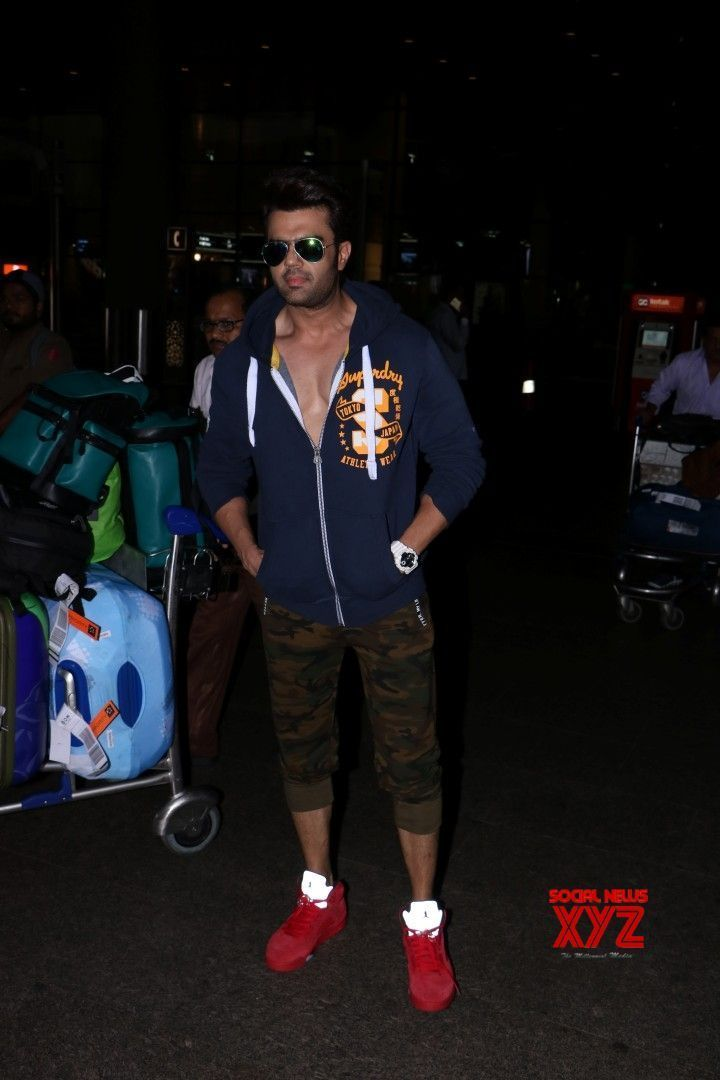 Mumbai: Manish Paul spotted at airport - Social News XYZ