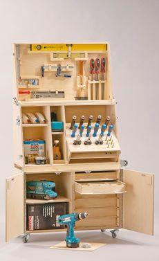 Kein Zimmer frei für eine ganze Werkstatt? Mit dem selbst gebauten mobilen Werkzeugwagen hast du genug Platz für dein Werkzeug –und das ohne ein ganzes Zimmer in eine Werkstatt umzubauen. Wir zeigen, wie man den Wagen selbst baut.