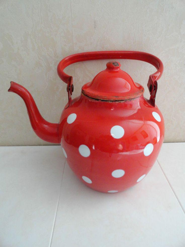 17 best images about decorating vintage enamelware on pinterest tea kettles buckets and. Black Bedroom Furniture Sets. Home Design Ideas