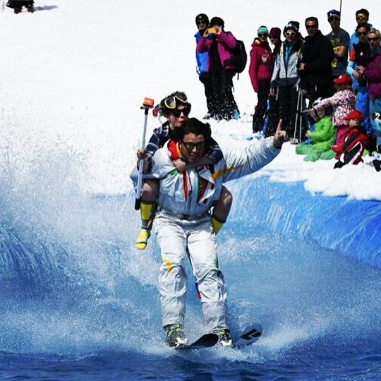 Ski Service Navy - Elisabeth Gerritzen and Robin Délèze ruling the waves! See below as they took to the water slide during the Verbier Snow Park 'Ultime Session' on the 29th of April, an event that encourages the wearing of 1980s one piece suits and scuba diving masks! Another great shot from photographer Maxime Schmid.