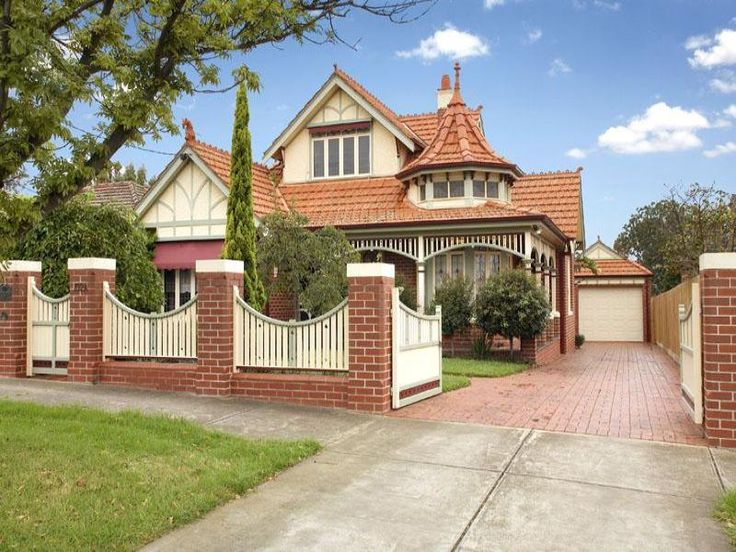 Queen Anne or Federation style house. Built in the 1900's specifically for Australian conditions. Note the verandah wrapped around the house to combat Australia's hot summers.