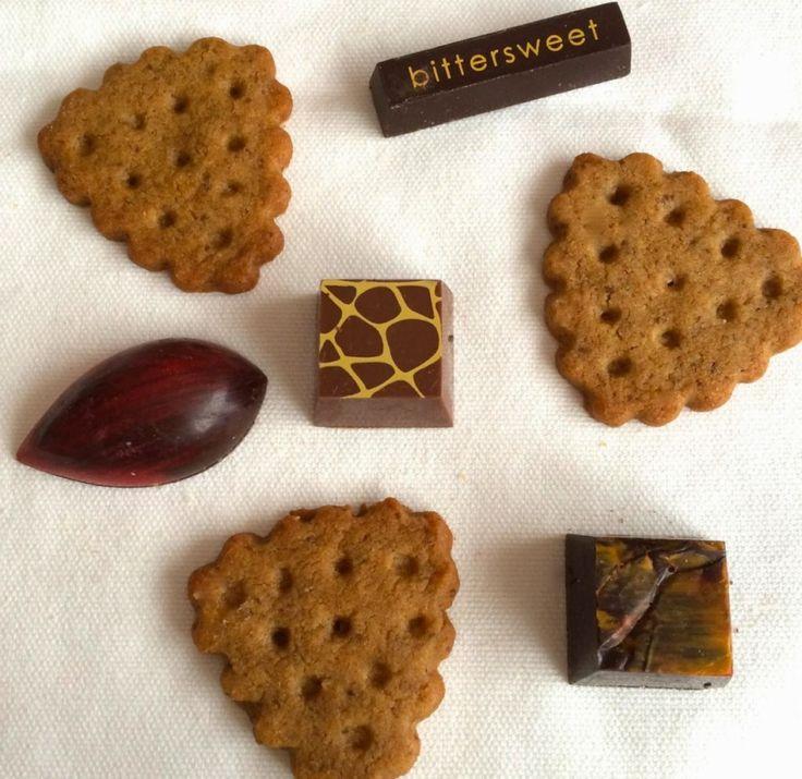 Liebt ihr die karamelligen belgischen Kekse auch so, die man oft zum Kaffee bekommt? Von meiner Belgien-Reise habe ich für euch das Rezept importiert.