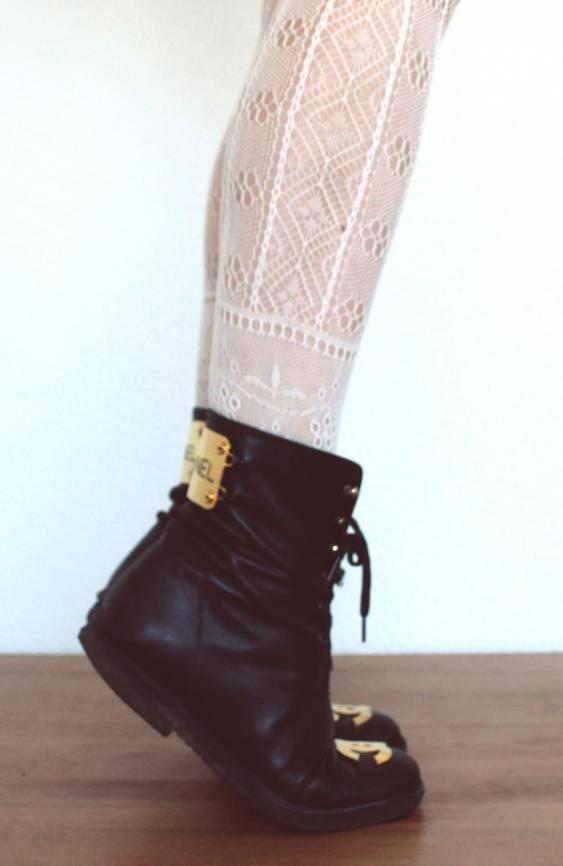 -Shoes, Biker Boots, Fashion, Style, Black Boots, Chanel Boots, Black Gold, White Lace, Combat Boots