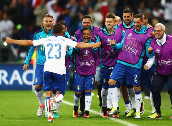 Emanuele #Giaccherini of Italy celebrates scoring his team's first goal with his team mates during the UEFA EURO 2016 Group E match between Belgium and Italy at Stade des Lumieres on June 13, 2016 in Lyon, France.