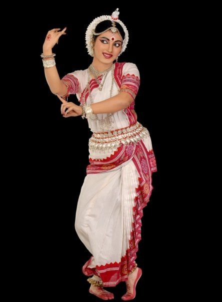 indian dance style If you are a trendsetter who wants to break into some unique indian dance moves, then check out the following list of steps and routines from classical to folk dance.