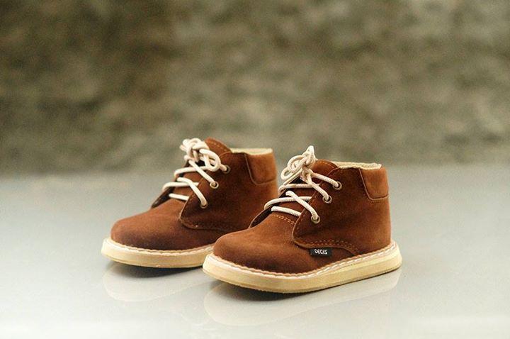 Sepatu Boots Keren dan Kece dari Decks Kids :)  SPEERY COKLAT TUA  Harga : 145.000  Size Chart  CAT : HITUNGAN KAKI STANDAR/KECIL, UNTUK KAKI TIPE BESAR/LEBAR MOHON DISESUAIKAN 21 : 13,5 cm = 1 Tahun 22 : 14 cm = 1 sd 1,5 Tahun 23 : 14,5 cm = 1,5 sd 2 Tahun 24 : 15 cm = 2 sd 2,5 Tahun 25 : 15,5 cm = 2,5 sd 3 Tahun 26 : 16 cm = 3 sd 3,5 Tahun 27 : 16,5 cm = 3,5 sd 4 Tahun 28 : 17 cm = 4 sd 4,5 Tahun 29 : 17,5 cm = 4,5 sd 5 Tahun 30 : 18 cm = 5 sd 5,5 Tahun  Untuk order dan pemesanan : PIN BBM…
