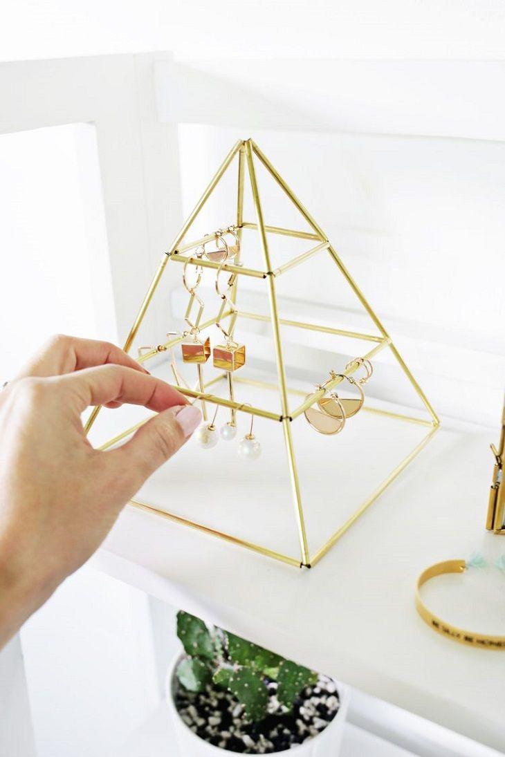 Piramide dorada joyero diy