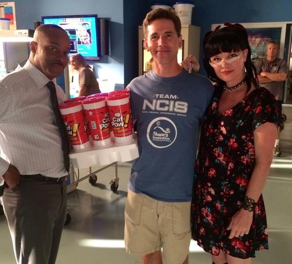 Rocky Carroll, Brian Dietzen and Pauley Perrette on the set of Abby's lab- That's a lot of Caf-Pow! Hee hee!