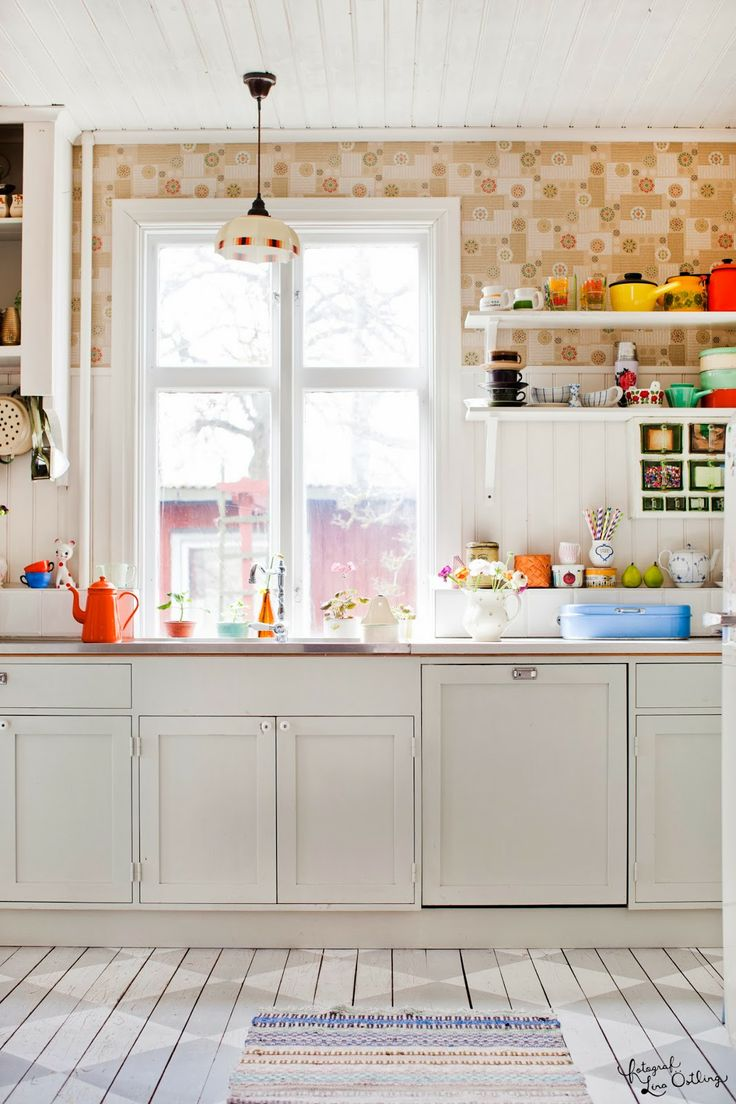 I have the white kitchen, and the vintage color. All that is left are the sunbeams! VINTAGE: Theas hem i Lantliv