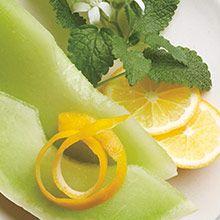 Sitruuna, meloni & minttu Hedelmiä & sitrusta Riemastuttava tuulahdus viileää raikkautta. Makeat, mehukkaat melonit yhdistyvät mintunoksien ja sitruunankuoren tuoksuihin.