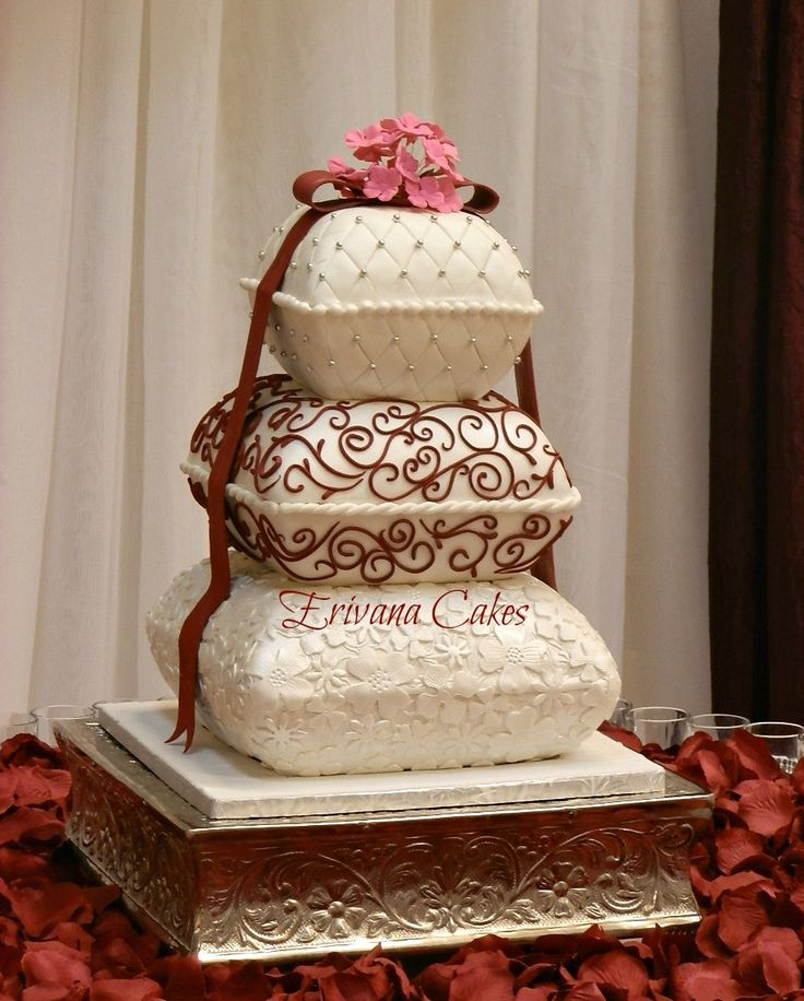pillow traditional wedding cakes best 25 pillow wedding cakes ideas on pastel 18513