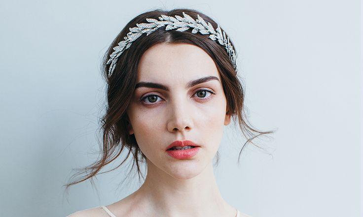 Stylish Dengan Rambut Pendek Di Hari pernikahan