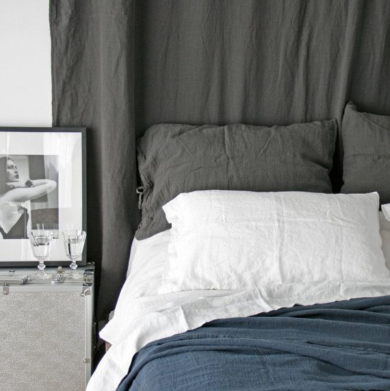 LINEN SHEET SET of 4 pieces. French linen flat and fitted sheet and two pillowcases. Made by mooshop.