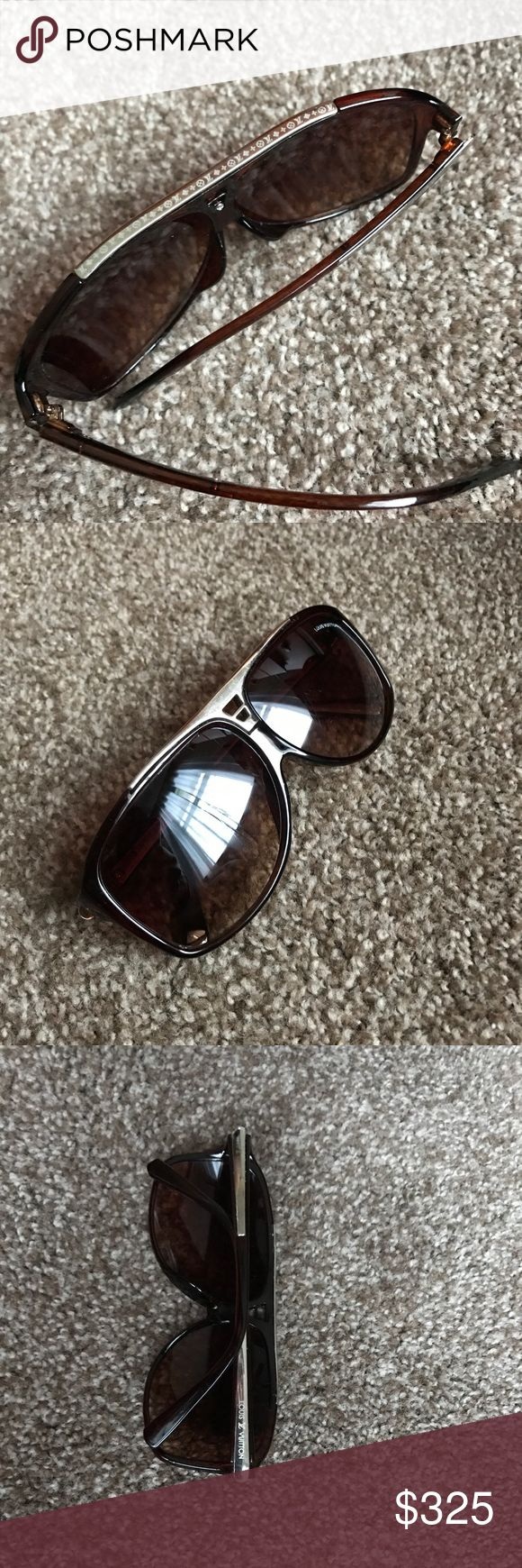 louis vuitton evidence sunglasses Does not come with cleaning rag that came with the glasses. But og lv glasses case. It does have a little scratch on the lense but it's not noticeable. Louis Vuitton Accessories Glasses