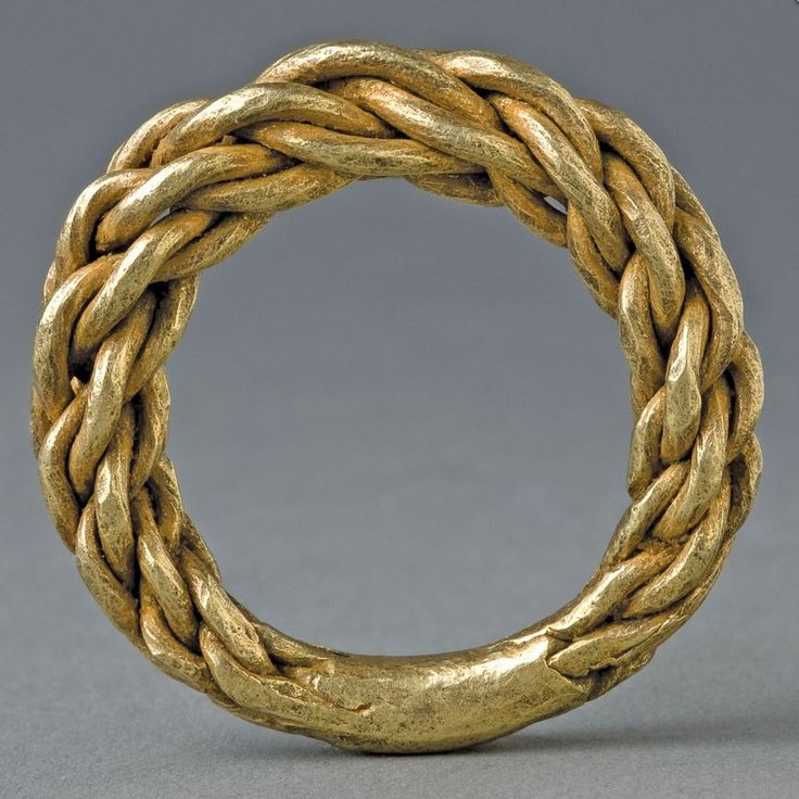 Viking Double Plaited Gold Ring. Sweden (800 - 1100 A.D. | © Copyright 2011-2015, CuratorsEye.com.