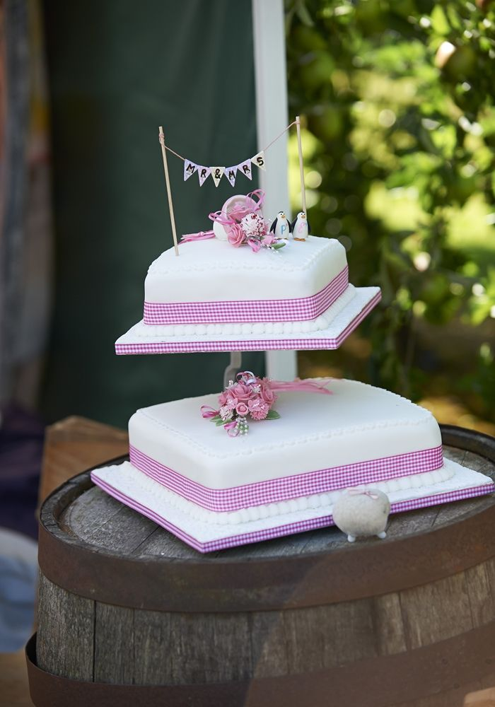 A two tier wedding cake for the new Mr and Mrs! Cake for lady #cupcake #sweetstuff