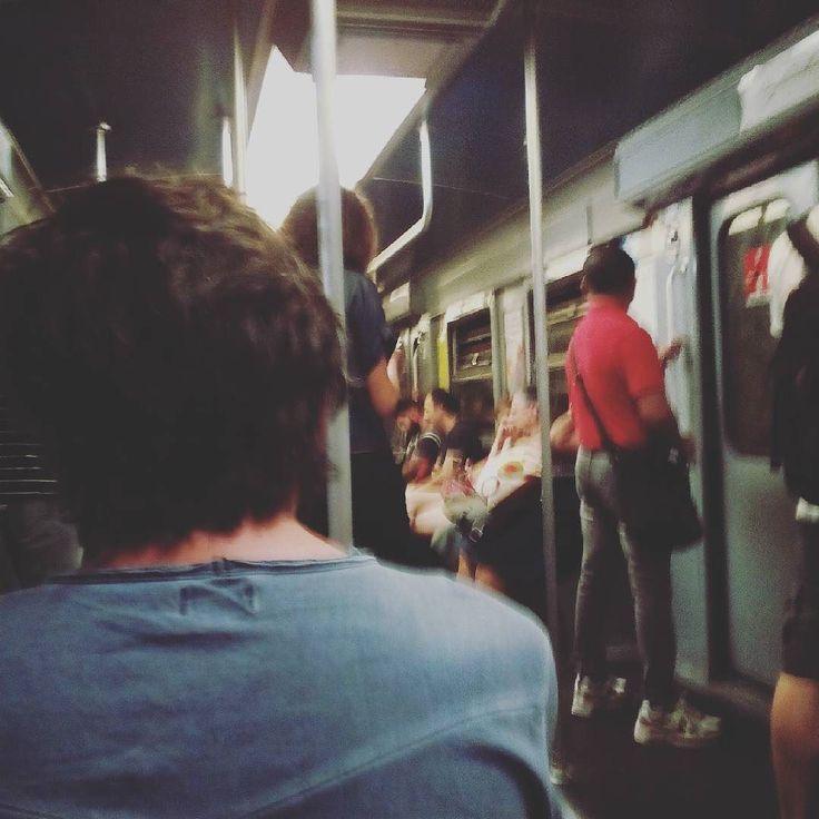 Comodissima e puntuale si  ma perché la metro verde ha gli interni grigi? #domandeesistenziali